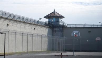 Obiekty militarne i zakłady penitencjarne